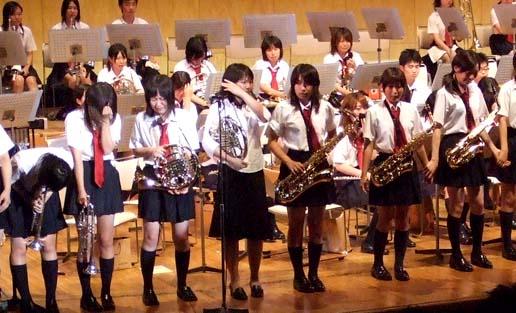 横浜緑ケ丘高等学校制服画像